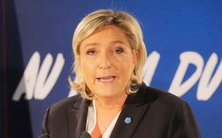 «Κάπου στον κόσμο πρέπει να υπάρχει μία τράπεζα πρόθυμη να μας δανείσει», είπε η Μαρίν Λεπέν.