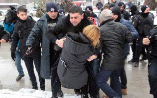 Διαδηλωτές, έξω από την Εθνοσυνέλευση, συνέλαβε χθες η αστυνομία της τουρκικής πρωτεύουσας.