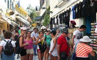 Εξίσου ανησυχητικό στοιχείο με την πτώση των εσόδων για τον ελληνικό τουρισμό είναι η μείωση κατά 13,2% της μέσης δαπάνης ανά ταξίδι, που αποτελεί αρνητικό ρεκόρ, καθώς ο εν λόγω δείκτης έπεσε για πρώτη φορά κάτω από τα 500 ευρώ.