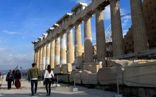 Η Ελλάδα κατάφερε να αυξήσει το μερίδιό της στις διεθνείς αφίξεις το 2016, αλλά έχασε το στοίχημα των τουριστικών εσόδων, τα οποία κινήθηκαν πτωτικά.