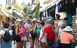 Τα έσοδα από Γάλλους τουρίστες μειώθηκαν κατά 299,1 εκατ., από Αμερικανούς κατά 221,9 εκατ., από Γερμανούς κατά 92,4 εκατ. και από τους Βρετανούς κατά 62,9 εκατ., ενώ τα έσοδα από τους Ρώσους αυξήθηκαν κατά 17,9 εκατ.