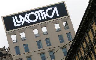 Η οικογένεια Ντελ Βέκιο, που κατέχει τον όμιλο Luxottica με τα γυαλιά Ray Ban, παρακάμπτει τους διαχειριστές κεφαλαίων και τις εταιρείες ιδιωτικών επενδύσεων και αναλαμβάνει την τύχη της.