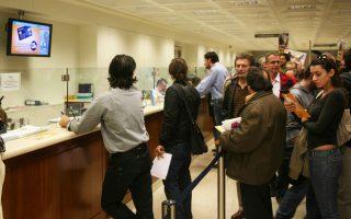 Οι ζημίες που θα προκύψουν από την επιθετικότερη διαχείριση των «κόκκινων» δανείων έχουν εκτιμηθεί από τις ελληνικές τράπεζες στα 6 δισ. ευρώ και στον βαθμό που δεν συμψηφιστούν με μελλοντικά κέρδη, θα πλήξουν ευθέως τα κεφάλαια των τραπεζών.