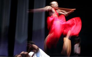 Αφρικανοί χορευτές στην Οπερα του Σίδνεϊ, σε μια παλαιότερη χορογραφία αφιερωμένη στη γενοκτονία που έλαβε χώρα το 1994 στη Ρουάντα.