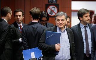 Στα μάτια των θεσμών και των Ευρωπαίων εταίρων το ελληνικό οικονομικό επιτελείο και ο Ευκλείδης Τσακαλώτος έχουν εκπέσει όσο παρατείνεται το αδιέξοδο.