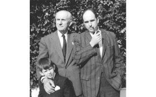 Καστρί, αρχές δεκαετίας του 1960. Γεώργιος, Ανδρέας και Γιώργος Παπανδρέου. Ο Ανδρέας, εκφράζοντας τις ριζοσπαστικοποιούμενες κεντροαριστερές μάζες, κάλυψε ένα ουσιαστικό κενό στο ελληνικό πολιτικό σύστημα.