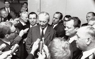 Ανακοίνωση της συγκρότησης του μεγάλου συνασπισμού. Για πρώτη φορά μετά τις αρχές της δεκαετίας του 1930, το SPD μετέχει στην κυβέρνηση.