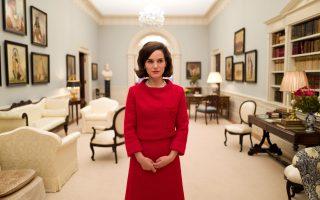 Η Νάταλι Πόρτμαν ως Τζάκι είναι υποψήφια για Χρυσή Σφαίρα Α΄ γυναικείου ρόλου στην κατηγορία του δράματος. Τα βραβεία θα απονεμηθούν απόψε –ξημερώματα Δευτέρας για εμάς– στο Λος Αντζελες.