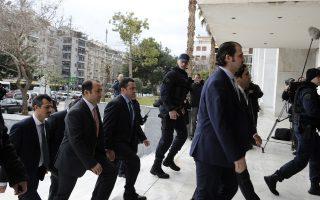 Λόγω της εμμονής του Τούρκου προέδρου με το ζήτημα των «8», η Αγκυρα θεωρεί ότι η απόφαση της ελληνικής Δικαιοσύνης είναι πολιτικά ποδηγετούμενη, με σκοπό να πλήξει τα τουρκικά συμφέροντα.