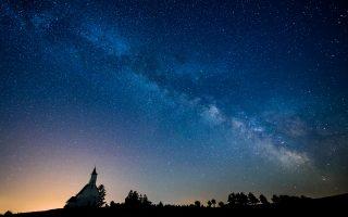 Ο Γαλαξίας μας τη νύχτα της 30ής Ιουνίου του 2016, όπως διακρίνεται πάνω από τα σύνορα Ουγγαρίας και Σλοβακίας.