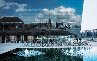 Το απαστράπτον Μαύρο Διαμάντι της Κοπεγχάγης αποτελεί επέκταση της Βασιλικής Βιβλιοθήκης. (Φωτογραφία: Morten Bjarnhof)