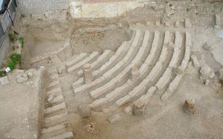To θέατρο των Αχαρνών ήρθε στο φως το 2007 και έως σήμερα έχει αποκαλυφθεί μόνο μία κερκίδα με 11 σειρές.