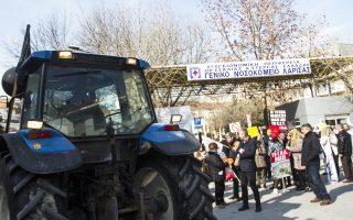 Πορεία διαμαρτυρίας πραγματοποίησαν χθες οι εργαζόμενοι στα νοσοκομεία μαζί με αγρότες στη Λάρισα.