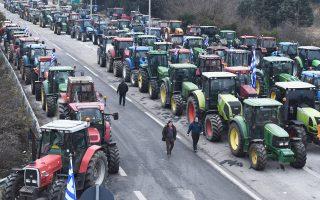 Την παράταση του αποκλεισμού της Ε.Ο. Θεσσαλονίκης - Ευζώνων, στο τελωνείο στα σύνορα Ελλάδας - ΠΓΔΜ, τουλάχιστον έως την Παρασκευή, αποφάσισαν οι αγρότες.