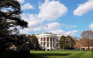 Κλεισμένος στον Λευκό Οίκο, ο κ. Τραμπ αντιμετωπίζει τη μεγάλη καθημερινή πίεση των καθηκόντων του.