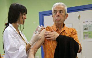 Ο φετινός ιός πλήττει με μεγαλύτερη ένταση τους ηλικιωμένους. Το εμβόλιο που κυκλοφόρησε σε όλη την Ευρώπη και στη χώρα μας έχει παρατηρηθεί ότι σε άτομα μεγάλης ηλικίας έχει μικρότερη αποτελεσματικότητα.