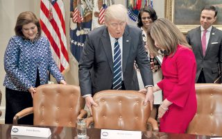 Ο Ντόναλντ Τραμπ σε πρόσφατη συνάντησή του με εκπροσώπους γονέων και εκπαιδευτικών, στον Λευκό Οίκο.