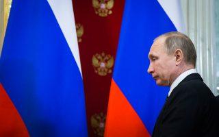 Στην τηλεφωνική επικοινωνία του με τον Πούτιν, ο Τραμπ δεν έθιξε το θέμα της Κριμαίας.