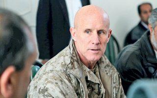 Ο απόστρατος αντιναύαρχος Ρόμπερτ Χάρουορντ, από την επίσκεψή του στο Αφγανιστάν, τον Ιανουάριο του 2011.