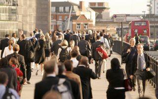 Ενας από τους λόγους που οι νέοι στη Βρετανία έχουν μειώσει τις φιλοδοξίες τους τα τελευταία χρόνια οφείλεται στον αντίκτυπο που είχε η οικονομική κρίση στην ψυχολογία τους. Εμφανίζονται περισσότερο επιφυλακτικοί ως προς την αλλαγή εργασίας, καθώς αναζητούν επαγγελματική ασφάλεια.