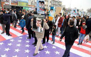 Αντιαμερικανική διαδήλωση στην Τεχεράνη. Ο Ντόναλντ Τραμπ υπέσκαψε μέσα σε λιγότερο από ένα μήνα την προσέγγιση της Ουάσιγκτον με την Τεχεράνη, που συντελέστηκε έπειτα από πολύχρονες και κοπιώδεις διπλωματικές ενέργειες.