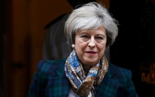 Στην πρόσφατη ομιλία της, η Μέι απείλησε εμμέσως ότι το Ηνωμένο Βασίλειο έχει εναλλακτικές, αν η Ε.Ε. αποφασίσει να τιμωρήσει τους Βρετανούς.