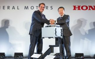 General Motors Executive Vice President Global Product Development Mark Reuss (left) and Honda CEO North American Region and President Honda North America Toshiaki Mikoshiba announce a manufacturing joint venture to mass produce an advanced hydrogen fuel cell system that will be used in future products from each company, Monday, January 30, 2017 in Detroit, Michigan. Fuel Cell System Manufacturing, LLC will operate within GM's existing battery pack manufacturing facility site in Brownstown, Michigan. (Photo by John F. Martin for General Motors and Honda)