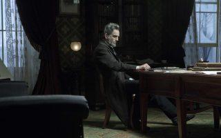 Ο Αβραάμ Λίνκολν, όπως τον υποδύθηκε ο Ντάνιελ Ντέι Λιούις στην ομότιτλη κινηματογραφική ταινία του Στίβεν Σπίλμπεργκ.
