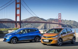 Eye-catchers: The new Opel Ampera-e and the Golden Gate Bridge.