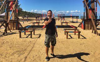 Ο παρουσιαστής του «Survivor», Σάκης Τανιμανίδης, σε μία από τις εγκαταστάσεις που θα φιλοξενήσουν κάποια από τις δοκιμασίες.
