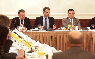 «Δέσμευσή μας είναι η Ελλάδα να παραμείνει στο κέντρο της Ευρώπης. Δεν μπορούμε να φανταστούμε τους εαυτούς μας να μένουν πίσω», σημείωσε ο κ. Μητσοτάκης, κατά τη χθεσινή συνάντησή του με τους πρέσβεις των χωρών της Ε.Ε.