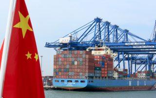 Το εμπορικό πλεόνασμα μεταξύ Κίνας και ΗΠΑ μειώθηκε στα 10,42 δισ. δολάρια. Πρόκειται για το μικρότερο πλεόνασμα που έχει καταγραφεί από τον Φεβρουάριο του 2014. Επίσης, οι εξαγωγές της Κίνας προς τις ΗΠΑ μειώθηκαν κατά 4,2%, ενώ οι εισαγωγές από τις ΗΠΑ αυξήθηκαν κατά 38%.