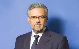 Ο κ. Χρήστος Μεγάλου  (αριστερά) αναλαμβάνει την ηγεσία της Τράπεζας Πειραιώς, ολοκληρώνοντας τις διοικητικές αλλαγές στον όμιλο.