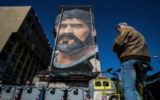 Η Νάπολη δεν ξεχνά. Ταλαντούχος και φυσικά αμφιλεγόμενος, μάγος της μπάλας και αυτοκαταστροφικός ταυτόχρονα. Χάρισε στην πόλη ένα πρωτάθλημα και έμεινε για πάντα στις καρδιές των κατοίκων. Το πρόσωπο του  Diego Armando Maradona δια χειρός Jorit Agoch στολίζει πια το προάστιο Bronx της περιοχής San Giovanni a Teduccio για να κοιτά από ψηλά την Νάπολη.   EPA/CESARE ABBATE