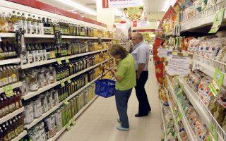 Στην ομάδα «Διατροφή και μη αλκοολούχα ποτά», οι τιμές ενισχύθηκαν κατά 1,4% λόγω αυξήσεων σε νωπά φρούτα και λαχανικά, ελαιόλαδο, πατάτες και στον καφέ.