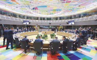 Πολύχρωμος διάκοσμος αλλά γκρίζα διάθεση χθες στο κτίριο του Ευρωπαϊκού Συμβουλίου στις Βρυξέλλες, καθώς οι ηγέτες των «27» αναζητούν οδούς συνεργασίας μετά το Brexit. O πρόεδρος της Κομισιόν, Ζαν-Κλοντ Γιούνκερ, επαίνεσε την προοπτική της Ευρωπαϊκής Ενωσης πολλαπλών ταχυτήτων, τονίζοντας στις χώρες που αντιδρούν ότι «δεν πρόκειται για νέο σιδηρούν παραπέτασμα». Τόσο ο Γιούνκερ όσο και η Γερμανίδα καγκελάριος Μέρκελ σημείωσαν πως η ένταξη στις ομάδες ενισχυμένης συνεργασίας είναι και θα παραμείνει ανοικτή σε όσα κράτη-μέλη το επιθυμούν.