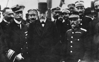 Ελευθέριος Βενιζέλος, ναύαρχος Π. Κουντουριώτης και στρατηγός Π. Δαγκλής στη Θεσσαλονίκη στις 26 Σεπτεμβρίου 1916. Πίσω από τον Δαγκλή, ο αντισυνταγματάρχης του Ιππικού Επαμεινώνδας Ζυμβρακάκης.