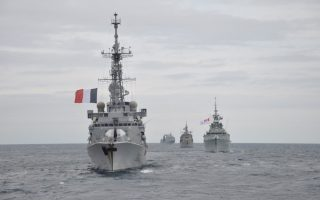 Πολεμικά πλοία του ΝΑΤΟ στην άσκηση «Dynamic Manta 17», η οποία διεξάγεται στα ανατολικά της Σικελίας.