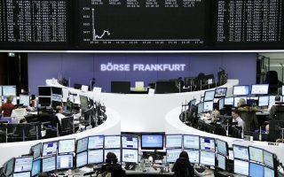 Ο πανευρωπαϊκός δείκτης Stoxx 600 έκλεισε με άνοδο 0,7%, στις 377,73 μονάδες. Στο Λονδίνο, ο Ftse 100 έκλεισε με +0,64%, στη Φρανκφούρτη ο Dax με +0,61% και στο Παρίσι ο Cac 40 με +0,56%.
