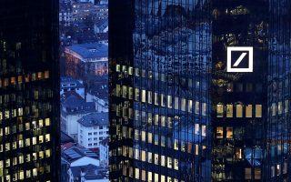 Η γερμανική τράπεζα, εκτός από το ότι θα αυξήσει το μετοχικό της κεφάλαιο, θα πουλήσει περιουσιακά στοιχεία 2 δισ. ευρώ και θα αναδιαρθρώσει το στρατηγικό της πλάνο.
