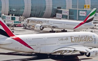 Ταλαιπωρία για χιλιάδες επιβάτες που θα ταξιδεύουν προς ΗΠΑ και Βρετανία από συγκεκριμένα αεροδρόμια, αφού στη χειραποσκευή θα μπορούν να παίρνουν μόνο το κινητό τους.