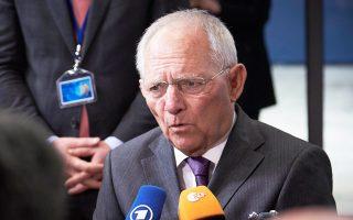 «Σε όλες τις χώρες με πρόγραμμα οι θεσμοί επέμεναν να υπογράφονται μελλοντικά μέτρα και από την αντιπολίτευση, ανεξάρτητα από τη διενέργεια εκλογών», δήλωσε χθες ο Γερμανός ΥΠΟΙΚ Βόλφγκανγκ Σόιμπλε.