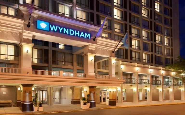 stin-athina-o-proedros-toy-wyndham-hotel-group-2181439