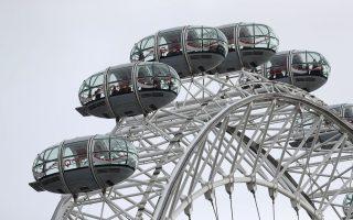 Ανθρωποι παρέμειναν επί πολλές ώρες μέσα στα βαγόνια του London Eye, στις όχθες του Τάμεση, μέχρι να λήξει ο συναγερμός στο Λονδίνο, μετά την επίθεση έξω από το βρετανικό Κοινοβούλιο.