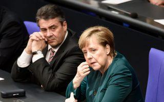 Η καγκελάριος και ο αντικαγκελάριος μετά την ορκωμοσία του νέου προέδρου.