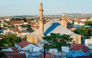 Στο τέμενος Βαγιαζήτ γίνονταν επί χρόνια αναστηλωτικές εργασίες, αλλά με πολύ αργούς ρυθμούς.