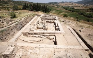 Στο ιερό του Καλαποδίου, που πιθανώς ταυτίζεται με το αρχαίο μαντείο του Απόλλωνος στις Αβές, διενεργούνται αρχαιολογικές έρευνες –με μικρές διακοπές– από τη δεκαετία του 1970.