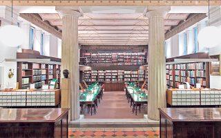 Το αναγνωστήριο της Βιβλιοθήκης στο Γερμανικό Αρχαιολογικό Ινστιτούτο της Αθήνας, μετά την ανακαίνιση του 2015. Είναι ένας τόπος ιδιαίτερης ατμόσφαιρας που φέρει ανεξίτηλη τη σφραγίδα του Ερνέστου Τσίλλερ.