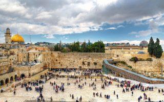 Το Δυτικό Τείχος (ή Τείχος των Δακρύων), ο ιερότερος τόπος προσκυνήματος των Εβραίων.