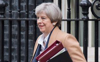 Η Τερέζα Μέι εξέρχεται από την Ντάουνινγκ Στριτ την Τετάρτη για να μιλήσει στο Κοινοβούλιο.